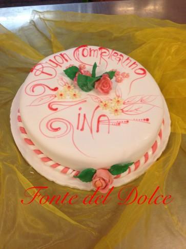 torta in pasta da zucchero con dedica
